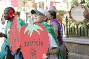 CIW (Coalition of Immokalee Workers) - NESRI Wendy's Action in NYC on Oct. 15, 2013 © NESRI   Flickr