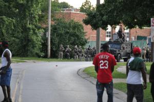 Facing the SWAT team in Ferguson, Aug.15, 2014 © Loavesofbread   Wikimedia Commons