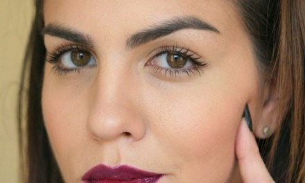 HOW TO ROCK A STATEMENT LIPSTICK