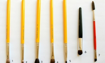 DECIPHERING MAKEUP BRUSHES