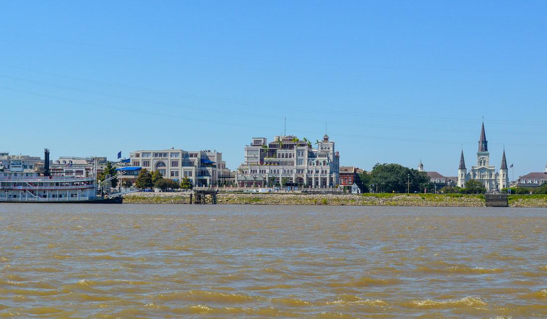 Vistas desde el Mississippi a la Catedral de St. Louis