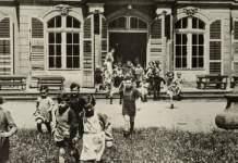 """Schlosskinder – Eine Ausstellung zur Geschichte des Kinderheims """"Rosa Luxemburg"""" im Molsdorfer Schloss"""