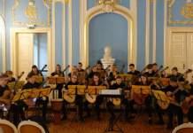 Orchestermusiker in Schlosssaal