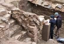 Blick in den mit Steinen gemauerten Keller