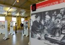 Mehrere Ausstellungstafeln