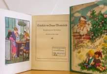 Zwei historische Bücher mit Farbabbildungen