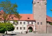 Burggebäude mit Turm