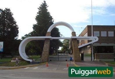 Pórtico de la Universidad Adventista de Puiggari