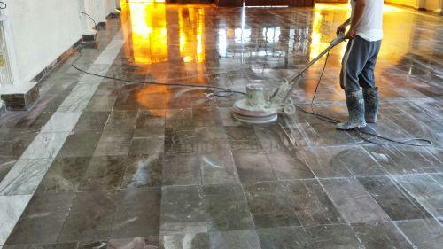 Mantenimiento y pulido de piso de marmol