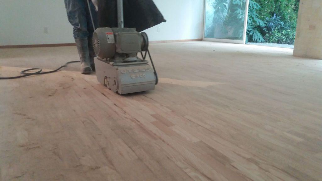 pulido de pisos de madera de pino
