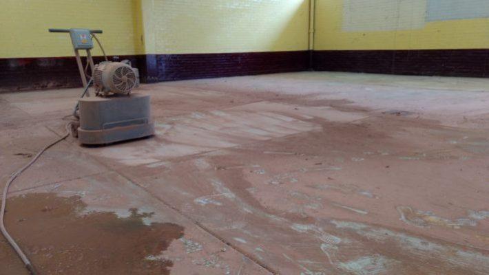 desbastado de piso de granito