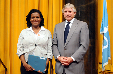 Lee  C. Bollinger, President of Columbia University, presents the 2009  History prize to Annette Gordon-Reed JPG