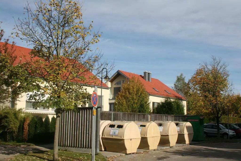 Container der Wertstoffinsel in der Pater-Augustin-Rösch-Straße