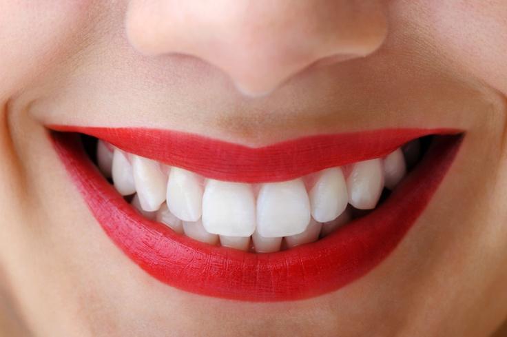 Sprawdzone metody na śnieżnobiały uśmiech