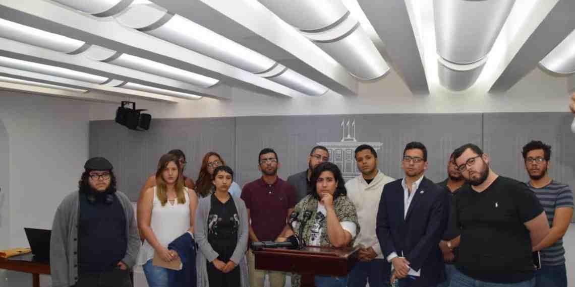 Propuestas legislativas en la reunión entre el gobernador y líderes estudiantiles
