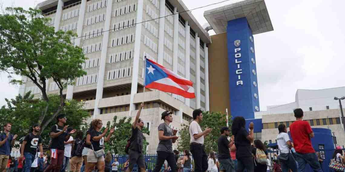 Agentes no uniformados arrestan a dos estudiantes durante manifestación en el Capitolio