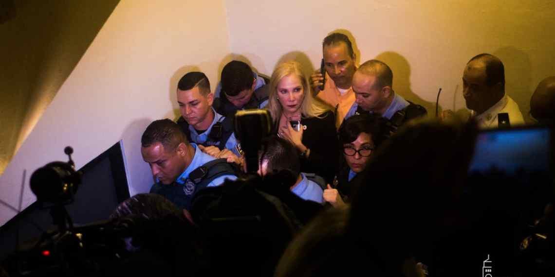 Causa para arresto a siete estudiantes que interrumpieron la reunión de la Junta de Gobierno