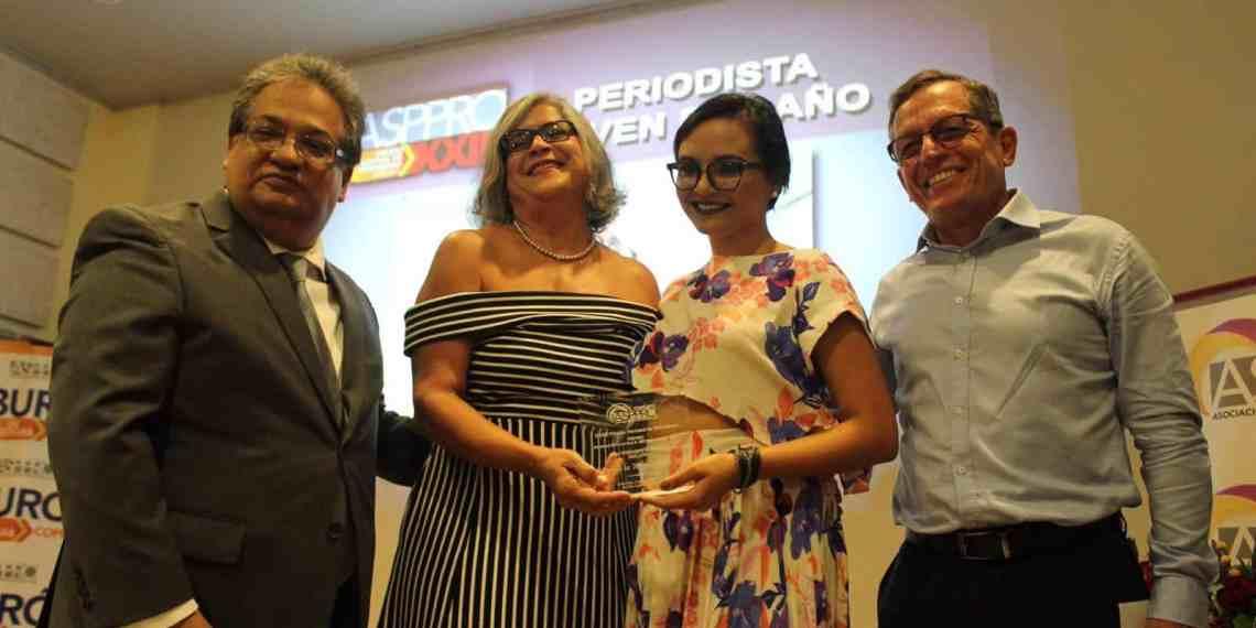 Exjerezana es galardonada como Periodista Joven del Año