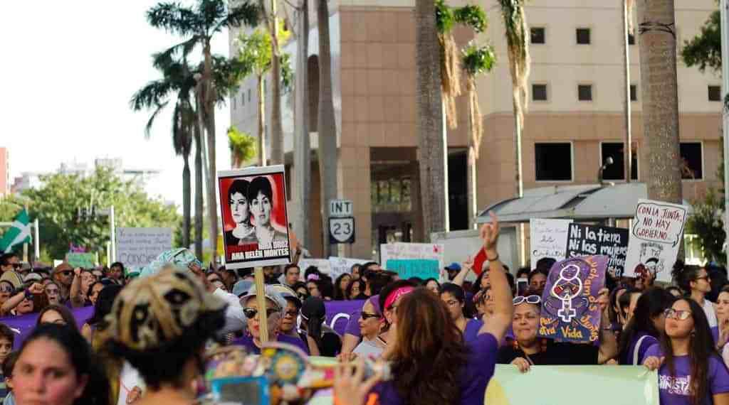 Marchan en conmemoración al Día de Internacional de la Mujer