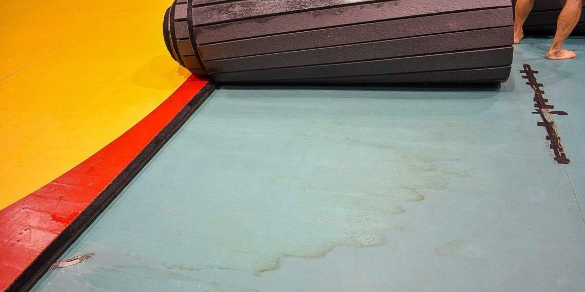 Las filtraciones y la suciedad se apoderan del gimnasio de lucha y judo de Río Piedras