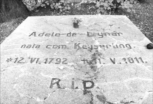 Samotny grób na jednym ze wzgórz wejherowskiej Kalwarii należał do nekropolii rodziny Keyserlingków, znajdującej się głównie na terenie dzisiejszego parku.