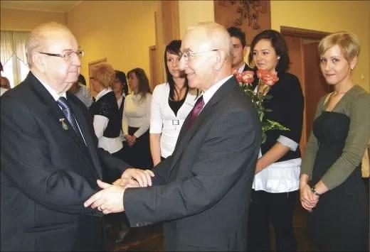 Życzenia składa Henryk Pranga, wicedyrektor Niepublicznej Szkoły Rzemiosł oraz jej uczennice tej placówki.