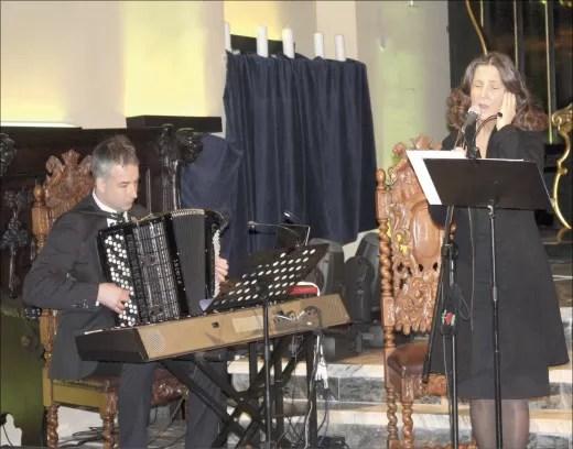 O oprawę muzyczną niezwykłego wieczoru zadbali: Cezary Paciorek i Antonina Krzysztoń. Usłyszeliśmy pieśni: Dixie Dominus meo, Quare fremuerunt gentes, Domine, Dominus noster oraz Confitemini Domino, do których muzykę napisał Cezary Paciorek - muzyk jazzowy, akordeonista, pianista i kompozytor, który edukację muzyczną rozpoczął w wejherowskiej szkole muzycznej i w naszym mieście zdobywał doświadczenia. Pieśni zaśpiewała Antonina Krzysztoń - artystka, która występuje na najważniejszych imprezach związanych z poezją śpiewaną, gra wiele koncertów w kościołach, a w jej pięknych balladach słychać również zamiłowanie do muzyki folkowej.