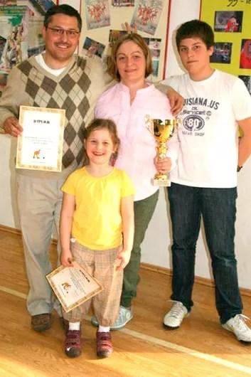 Państwo Konikowie z dziećmi - zwycięzcy turnieju