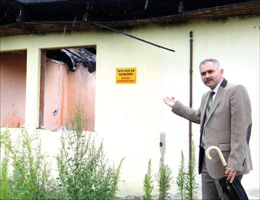 - Lada dzień na posesji przy ul. Iwaszkiewicza rozpoczną się prace rozbiórkowe - informował kilka dni temu dyrektor WZNK, Stanisław Makles. Jak się później dowiedzieliśmy, rozbiórka rozpoczęła się wczoraj.