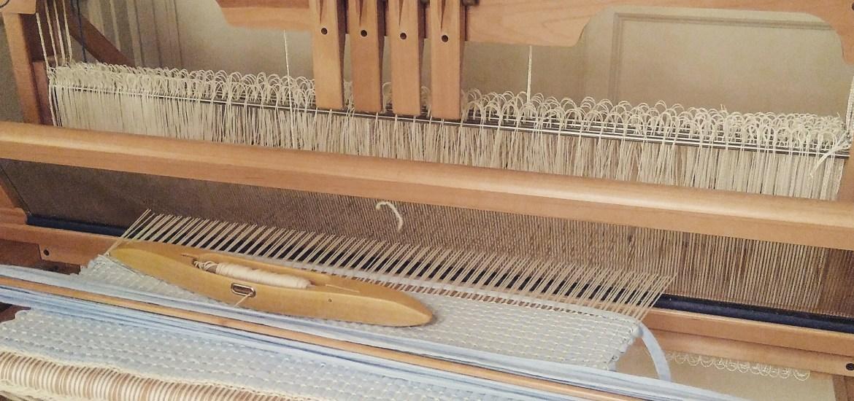tissage sur métier à tisser en trapilho