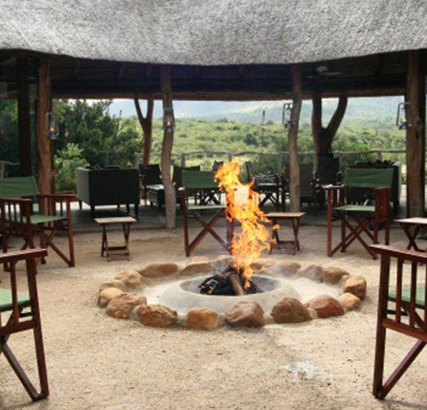 Pumba Msenge Bush Lodge Fire place outdoors