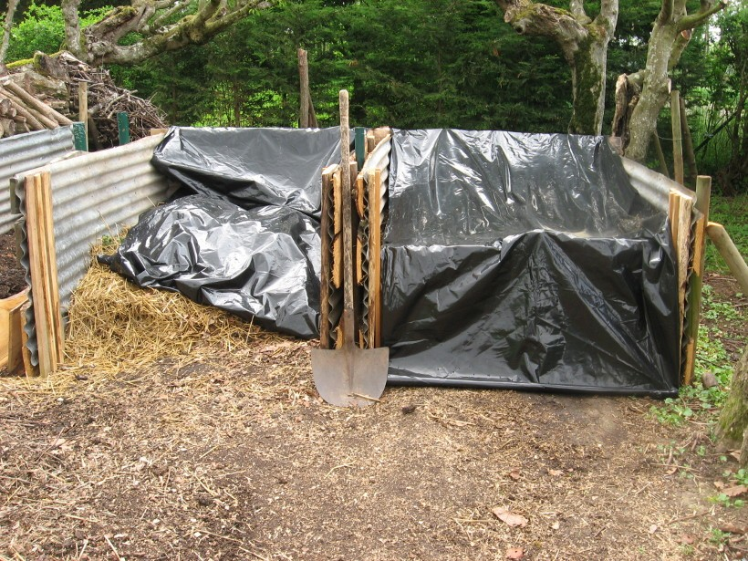 Building compost bins out of bits and bobs at PumpjackPiddlewick