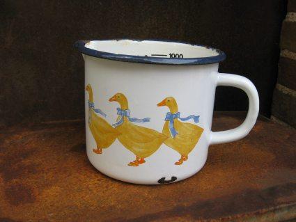 enamel duck 1 liter measuring cup_A_PumpjackPiddlewick