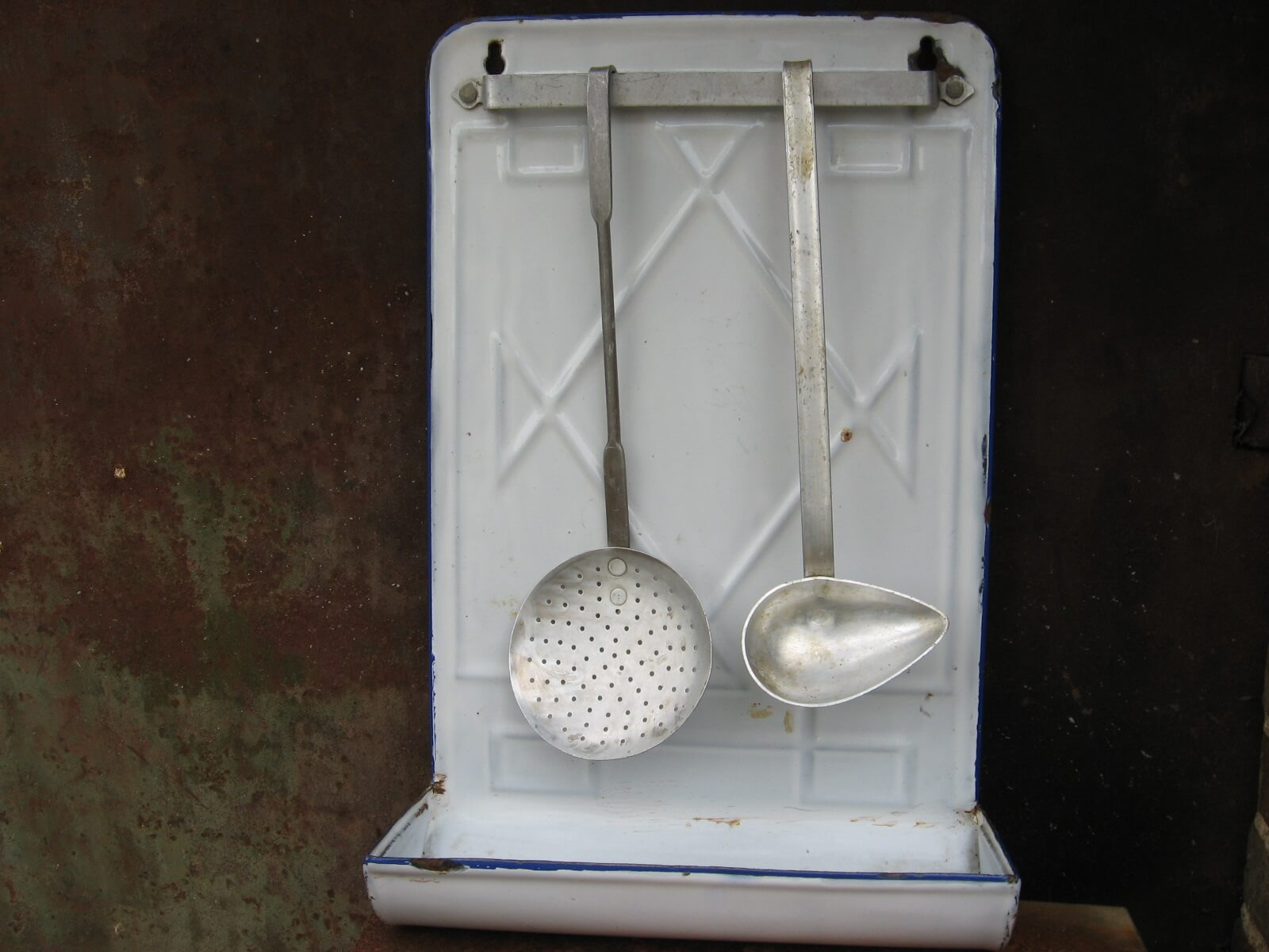 French white enamel utensil drainer at PumpjackPiddlewick