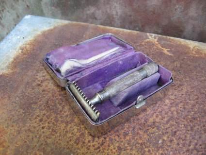 Gillette 1917 razor in silver metal box at PumpjackPiddlewick