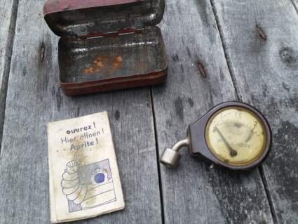 Michelin Tyre Gauge with original box and instructions