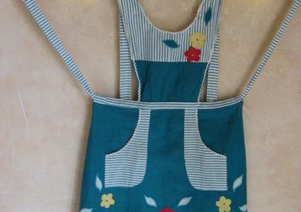 Applique apron in pinny style from PumpjackPiddlewick
