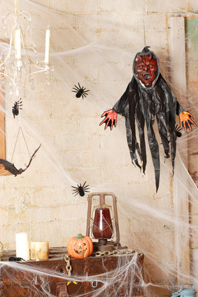 10 Essential Haunted House Props