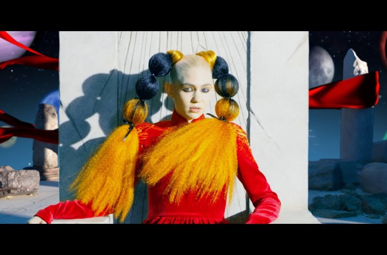 Grimes – Delete Forever (Official Video)