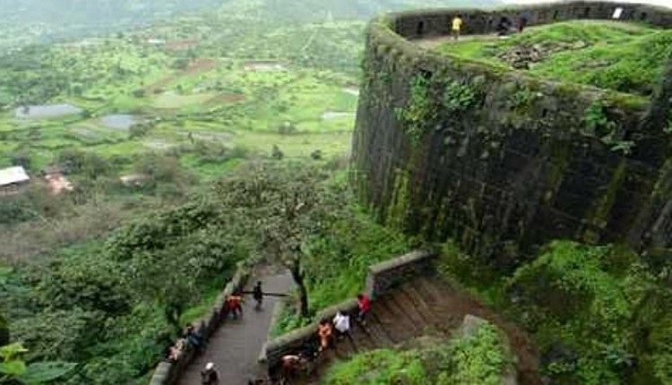 pune news | pune-police-take-action-against-tourist-at-sinhagad-fort and fine