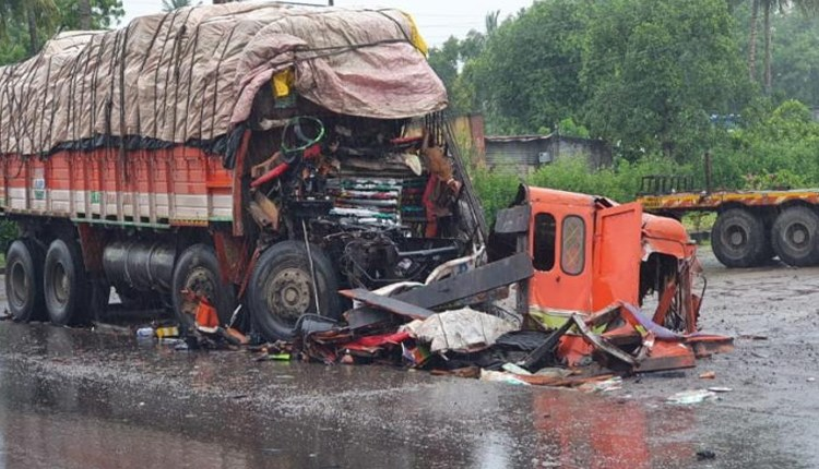 Pune Road Accident | Fierce accident on Pune-Solapur highway; Two killed and 1 seriously injured