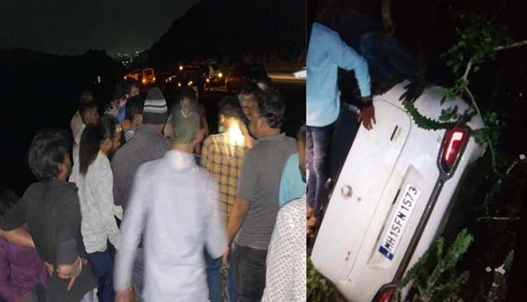 Pune | Car fell into a ditch at Khed Ghat on Pune-Nashik Highway