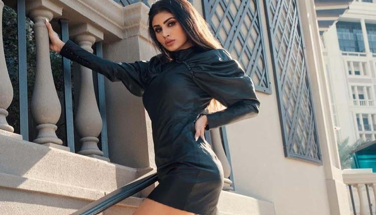 Mouni Roy | Mouni Roy shared bold photos in black tube top, fans were fascinated by glamorous looks