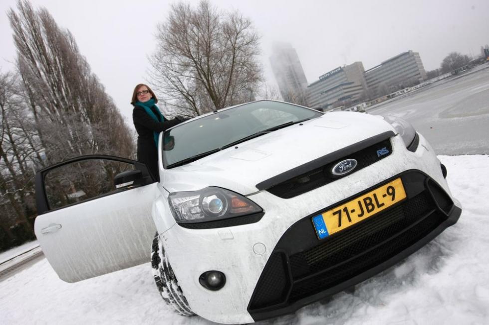 Danielle Schouten in Ford Focus RS Branddriven Tijdschrift voor Marketing