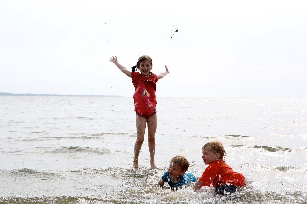 Kiki Boris en Joep in zee