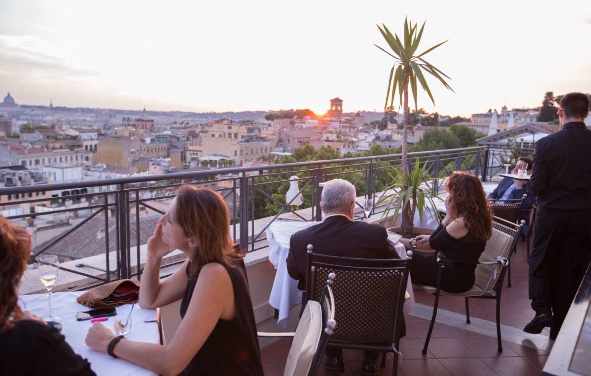 Giuda Ballerino Roma nuova sala con vista sulla terrazza del Bernini Bristol  Puntarella Rossa