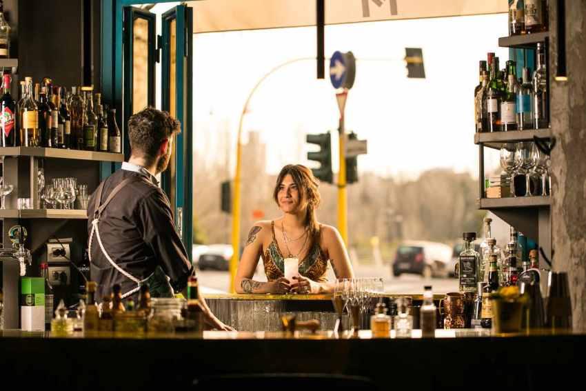 Metropolita Roma window bar