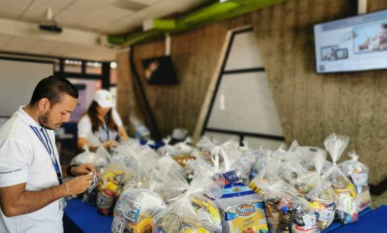 Photo of Funcionarios del Hospital de Puntarenas recogen vivires para donar a familias necesitadas