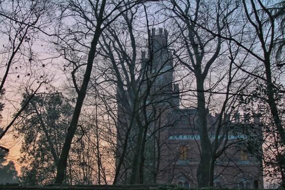 La villa-castello della famiglia Crespi al tramonto