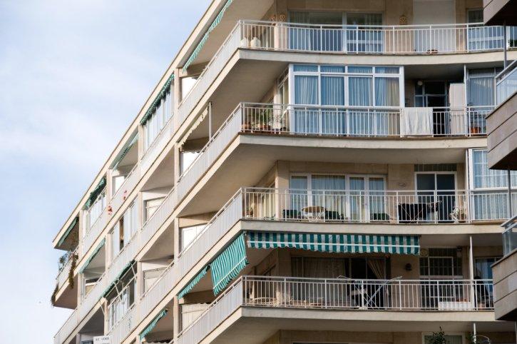 Balcone Aggettante E Incassato Infiltrazioni E Danni